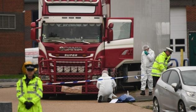 В Британии назвали причину гибели 39 вьетнамцев в грузовике