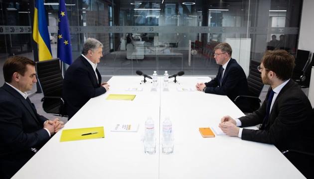 Порошенко обговорив з послом Литви політичні переслідування в Україні