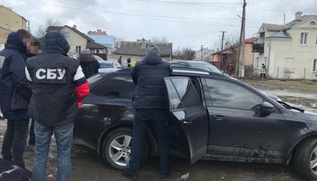 СБУ затримала двох поліцейських за торгівлю наркотиками