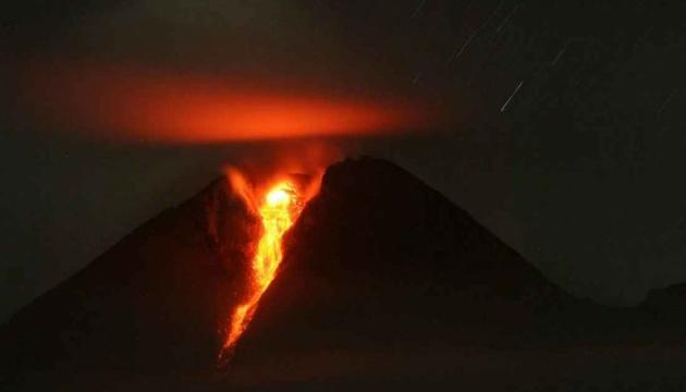 """В Індонезії """"прокинувся"""" найактивніший вулкан"""