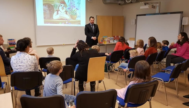 Українська школа «Кобзар» в Осло отримала підручники та художню літературу