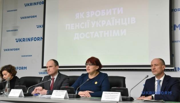 Навіщо українцям обов'язкові накопичувальні пенсії