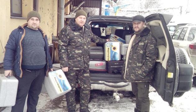 Волонтери у Пісках віддали бійцям ООС 14 квадрокоптерів