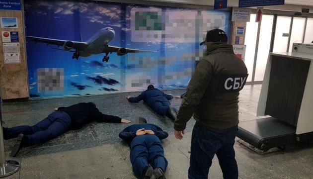 $300-500 с человека: СБУ задержала таможенников-взяточников в аэропорту
