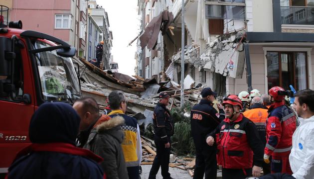 У Стамбулі обвалилася семиповерхівка