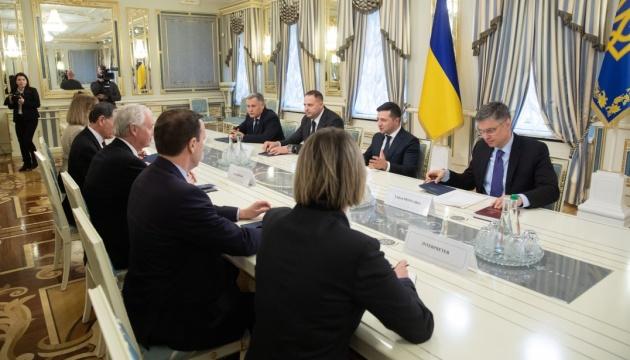 Зеленский рассказал сенаторам США, что хочет изменить имидж Украины в мире