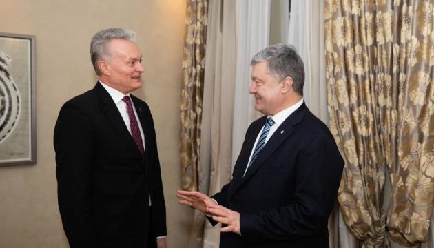 Порошенко и президент Литвы Науседа обеспокоены попытками