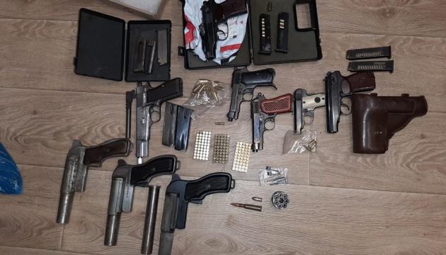 На Запоріжжі викрили підполковника ДСНС, який торгував зброєю