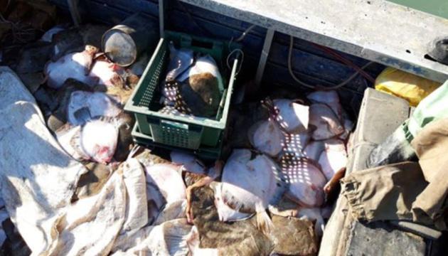 ФСБ затримала в Азовському морі судно з українськими рибалками