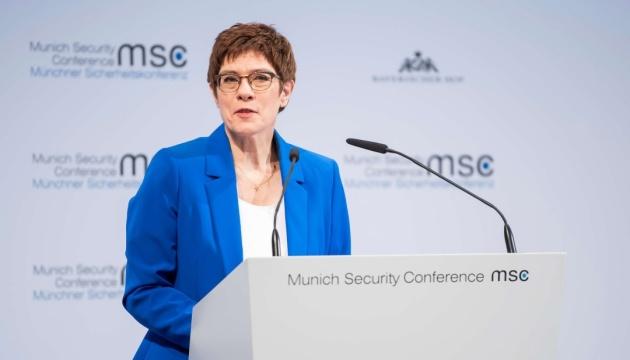 Міністр оборони Німеччини готова до обговорення санкцій проти Nord Stream 2