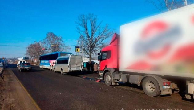 Вблизи Полтавы столкнулись грузовик и два автобуса