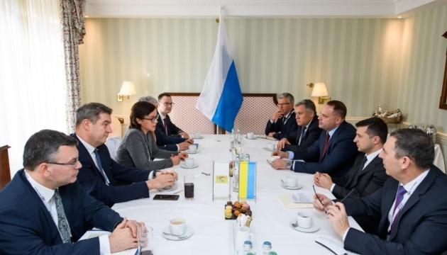 Zełenski zaprosił bawarski biznes do inwestowania na Ukrainie