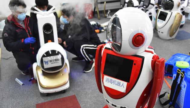 У Китаї створили роботів для боротьби з коронавірусом