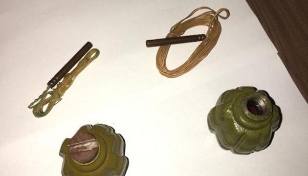 СБУ нашла в Киеве тайник с гранатами и почти 30 литрами ртути