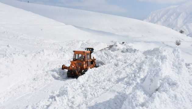 На сході Туреччини через сходження лавини закрили шосе