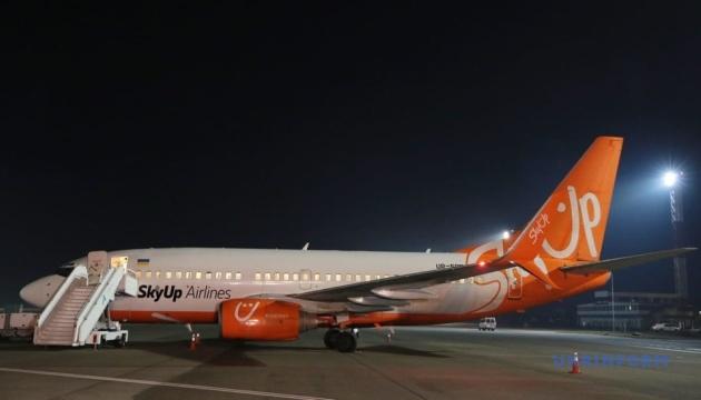 Літак Sky Up після повернення з Уханя дезінфікують — МОЗ