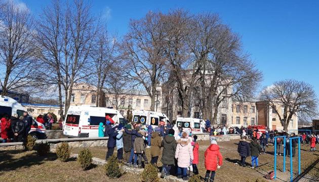 На Київщині у школі розпилили газ, є 16 постраждалих - поліція