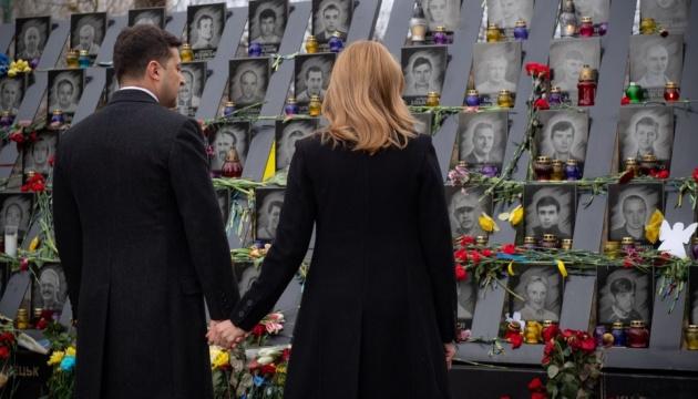 Зеленський з дружиною вшанували пам'ять Героїв Небесної Сотні