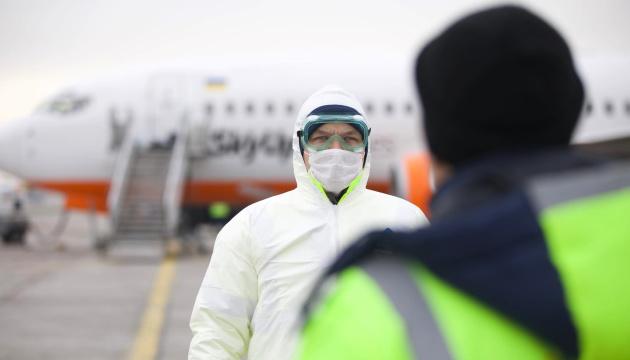 В Україну з-за кордону повернулися уже 38 літаків з евакуйованими