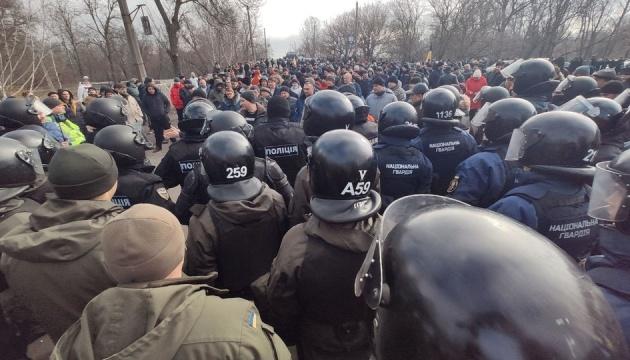 Residents of Novi Sanzhary blocking bridge over Vorskla River