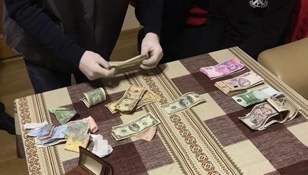 СБУ піймала на хабарі голову одного з райсудів Рівненщини