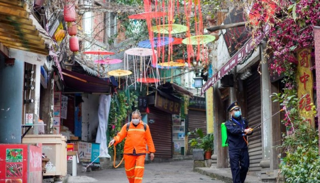 Пекин заявляет об отсутствии смертей от COVID-19 за сутки, впервые с января