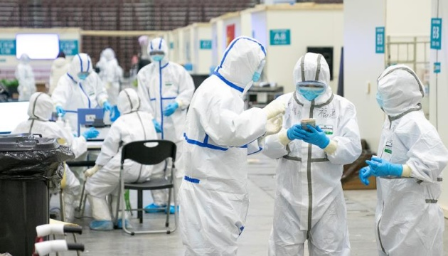 В Китае зафиксировали первую за восемь месяцев смерть от COVID-19