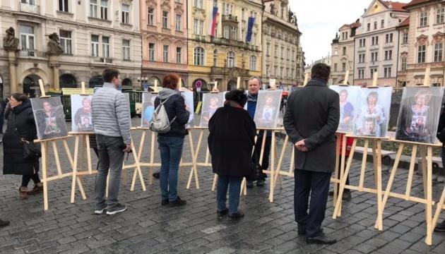 У Празі відкрили виставку, присвячену українським матерям загиблих військових