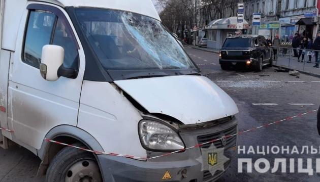 У Миколаєві зіткнулися маршрутка та Range Rover, є загиблий та постраждалі