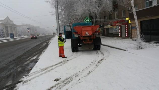 Из-за непогоды запорожские коммунальщики будут работать круглосуточно