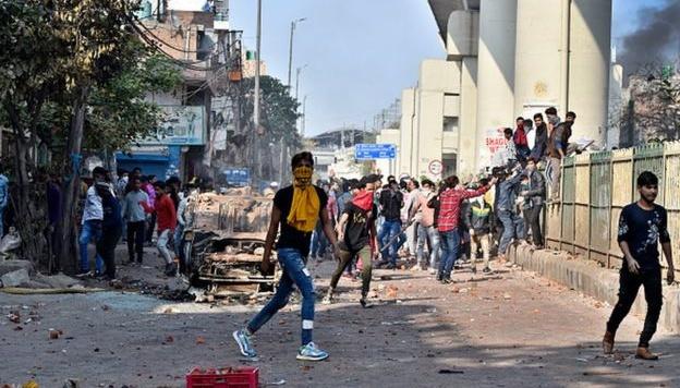 Закон о гражданстве: на протестах в Индии погибли 27 человек, раненых - уже 200