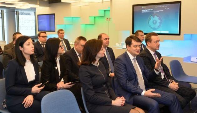 Razumkov visita el Centro de Servicios Administrativos