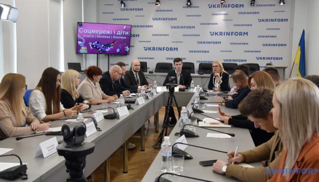 90% українських батьків не знають, як захистити дитину в інтернеті — експерт