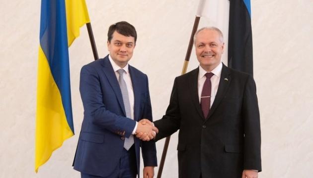 Razumkov se reúne con el presidente del parlamento de Estonia