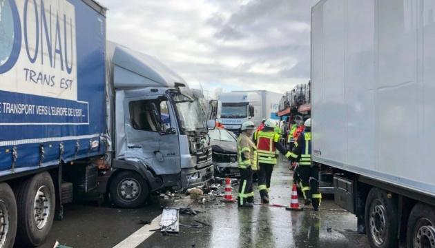 Смертельна ДТП у Німеччині: зіштовхнулися 17 авто