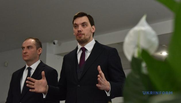 与党会派長、ホンチャルーク首相は交代しないと思うと発言