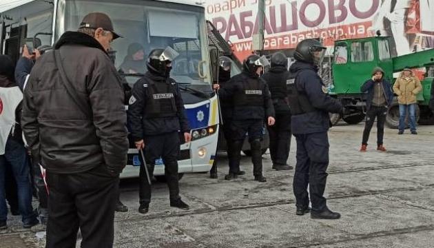 """У Харкові на """"Барабашово"""" сталися сутички - стріляли та кидали світлошумові гранати"""