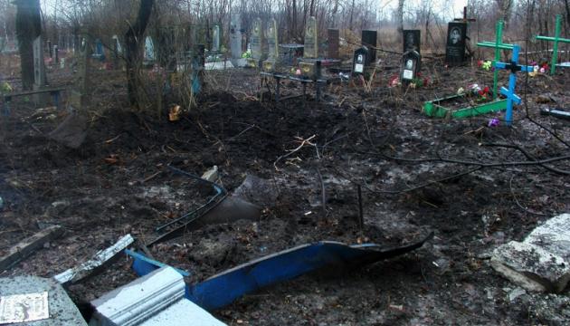 Прокуратура відкрила справу через обстріл окупантами кладовища у Попасній