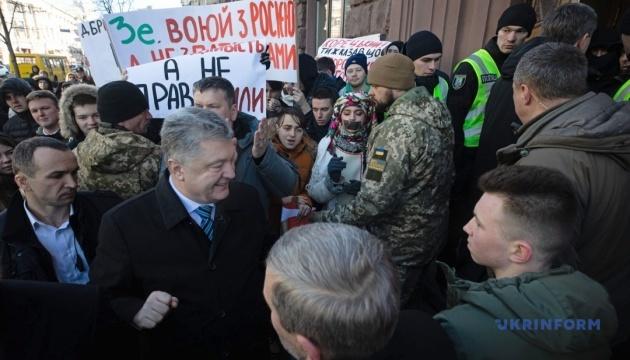 NYT про справи проти Порошенка: Політично мотивована помста