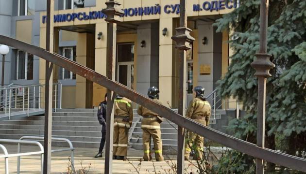 У суді Одеси обвинувачений погрожував гранатою і взяв двох суддів у заручники