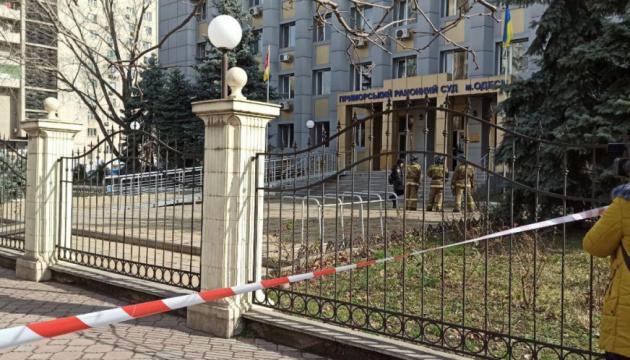 """""""Граната"""" і заручники у суді: одеська поліція розповіла про інцидент"""