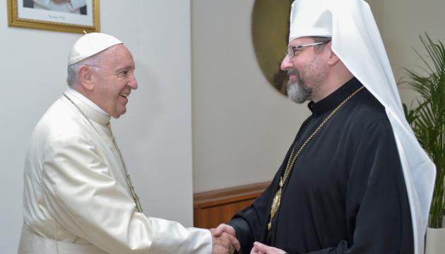 УГКЦ подарил Папе Франциску икону, написанную на доске от ящика для патронов