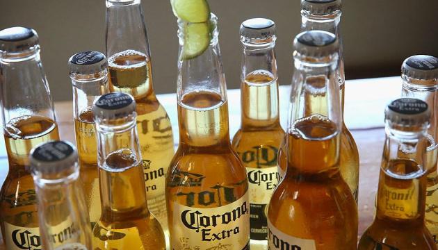 Через епідемію коронавірусу 38% американців бояться пити пиво Corona