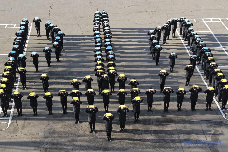 Дніпровські курсанти вишикувалися у тризуб до Дня Державного Герба / Фото: Микола М'якшиков. Укрінформ