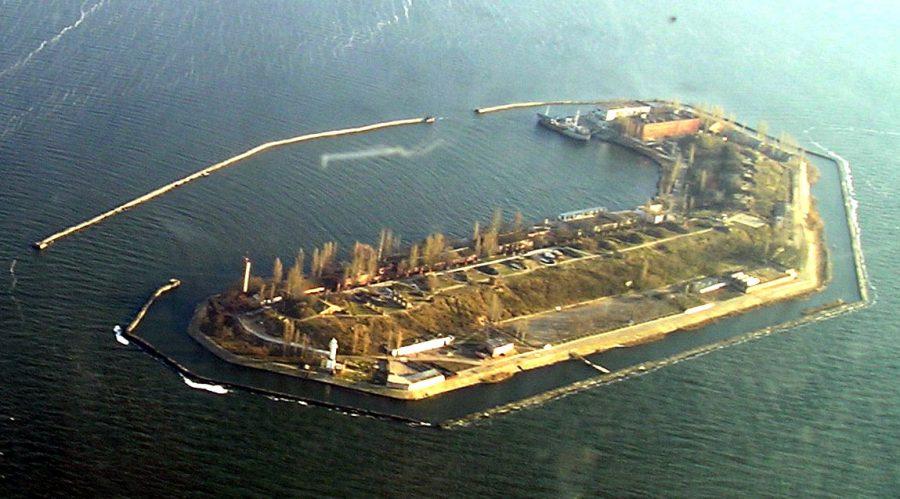 Штучний острів Майський (на Чорному морі при вході у Дніпровсько-Бузький лиман) з висоти пташиного польоту