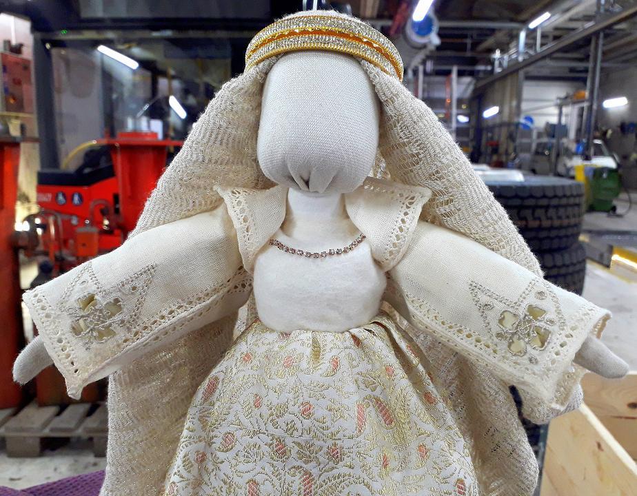 Лялька Еллісів української майстрині з Норвегії Ніни Хаген на виставці «Ляльковий подіум» в Києві