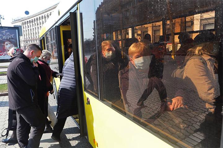 キーウ市内のバス