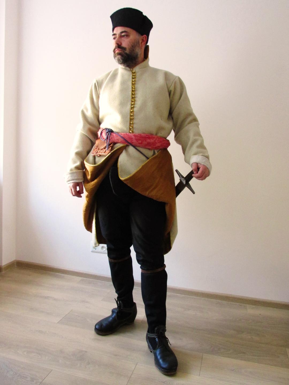 3 реконструкція козака 1620-х років_ використано крій того часу та артефакти. Показані убранє згідно з креслення  з кроїльної книги 1640-го р