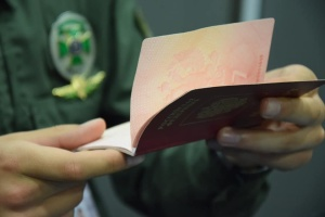Пограничники на Луганщине разоблачили владельца пяти паспортов