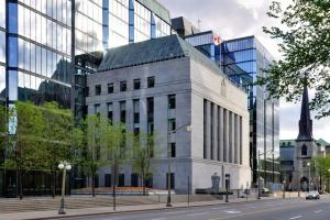 Банк Канады во второй раз снизил учетную ставку из-за коронавируса